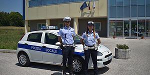 foto d Agenti di Polizia Locale in divisa