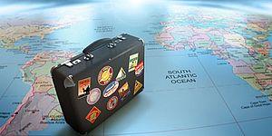 Mappamondo con valigia