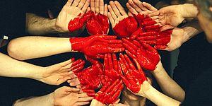 Immagine di mani che si stringono