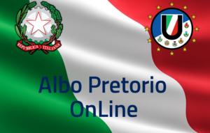 Bandiera Italiana su sfondo con a sinistra stemma Repubblica Italia e a sinistra stemma Unione Pian del Bruscolo