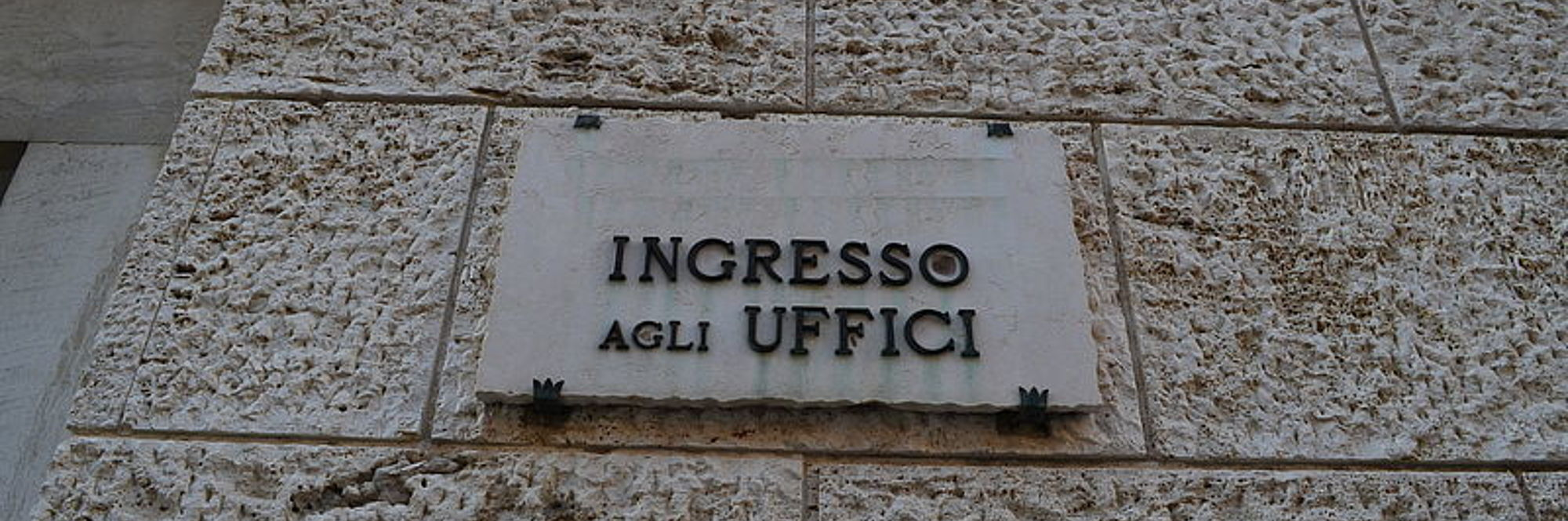 foto targa in marmo ingresso uffici