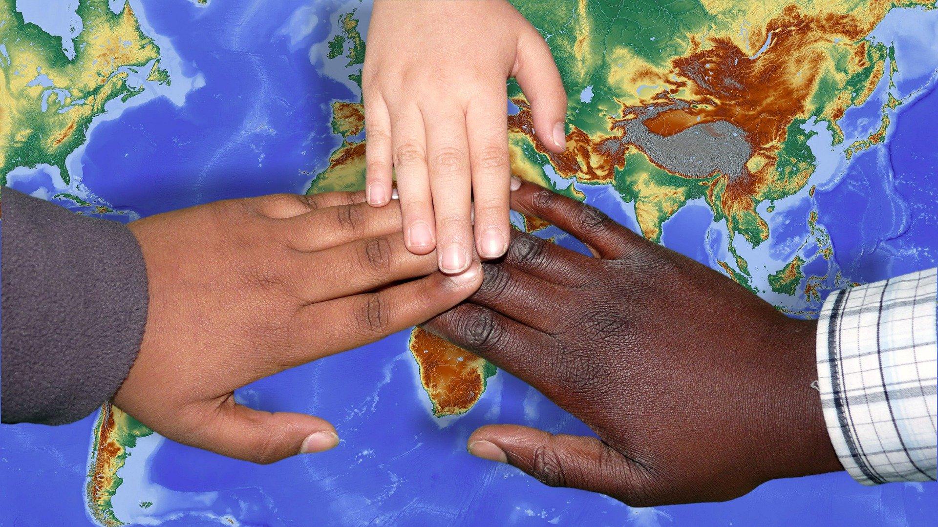 foto con mani colorate