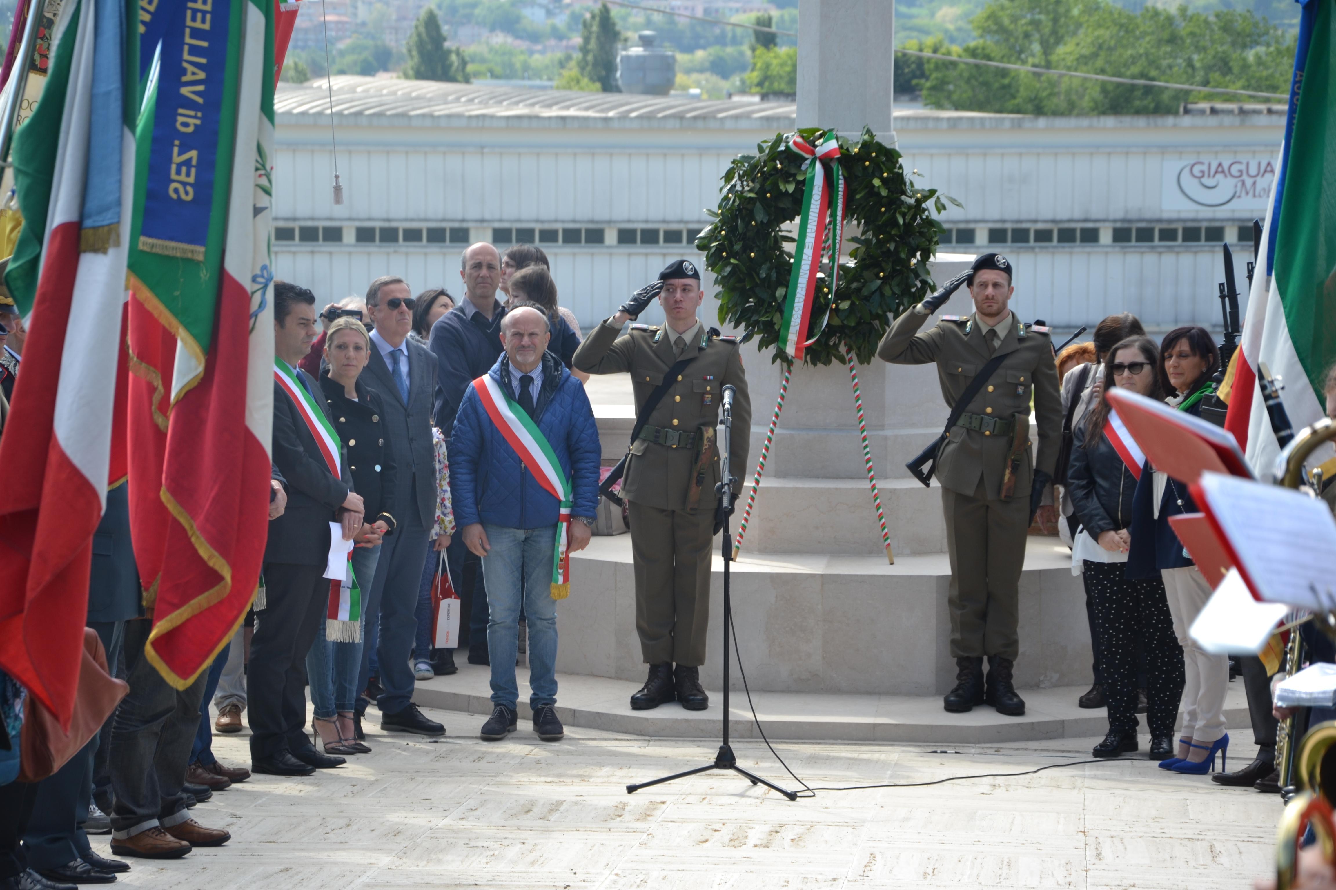 Presidente monumento ai caduti picchetto d'onore